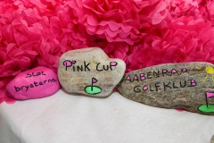Flotte sten  lavet af Anette Kraft Mathiesen som høstede stor ros og en stor tak fra Pink Cup udvalget i Aabenraa Golfklub